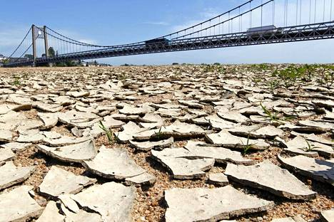 Kuumuus kuivatti Loire-joen Ranskassa totaalisesti keväällä 2011.