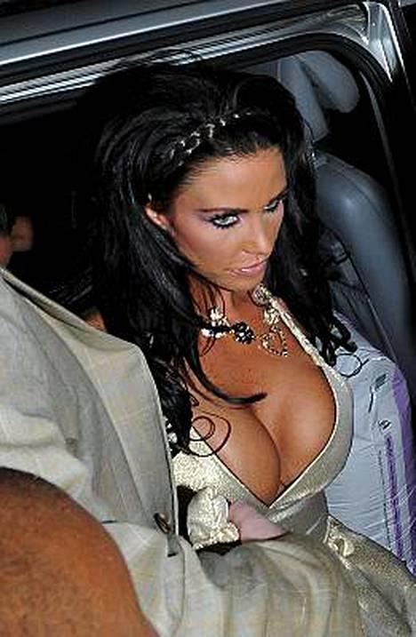 Jordanin halvan naisen lookki oli liikaa hienostotapahtuman järjestäjille.