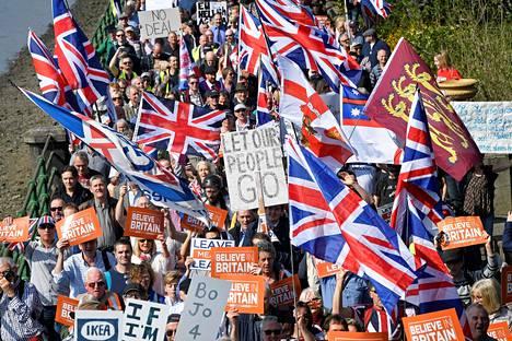 Brexitiä kannattavia mielenosoittajia Lontoossa maaliskuussa 2019.