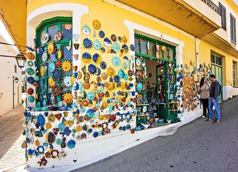 Margarítes on  pieni vuoristokylä,  joka on erikoistunut  keramiikkaan.