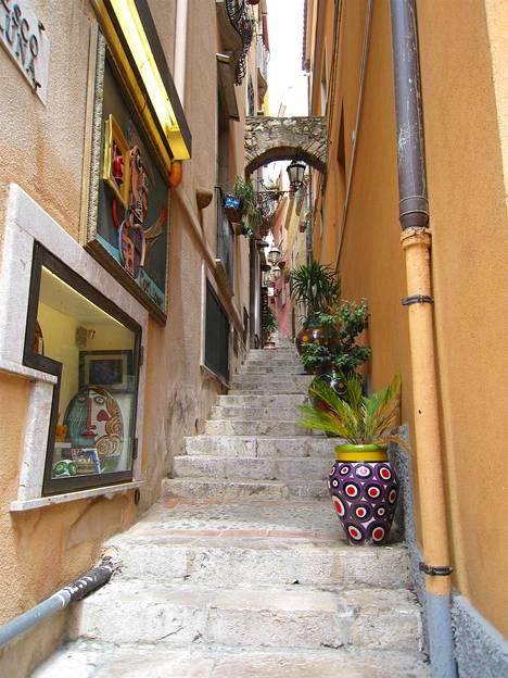 Sisilialaisen pikkukaupungin tunnelmaa.