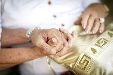 Rakkaus potkaisee yhtä lailla vanhana kuin nuorenakin, sen todistavat Tuula ja Eero.