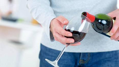 Kenellekään ei ole haittaa siitä, että tarkastelee omaa alkoholinkäyttöään.