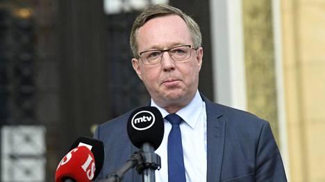 Elinkeinoministeri Mika Lintilän (kesk) mukaan viimeviikkoinen kova keskustelu hallituksen sisällä kannatti käydä. –Jokaisen pitää kestää kritiikkiä, Lintilä sanoo.