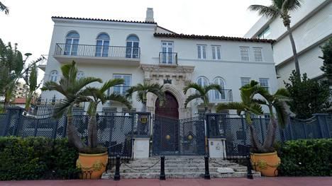 """Hotelli Villa Casa Casuarina eli """"Versacen kartano"""" kuvattuna huhtikuussa 2020. Tuolloin se oli tyhjentynyt koronaviruksen vuoksi ihmisistä kuten muutkin Miami Beachin turistikohteet."""