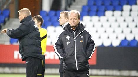HIFK:n päävalmentaja Antti Muurinen ei näyttänyt tyytyväiseltä pelin aikana.