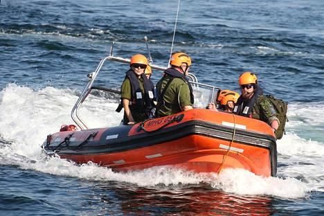 Harjoitukset sijoittuivat sekä maalle että merelle. Prinsessa Mary osallistui myös merellä erilaisiin tehtäviin.