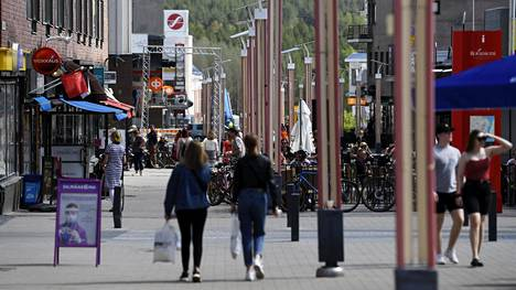 Rovaniemellä on todettu kaksi erillistä koronatartuntaa. Kuvan henkilöt eivät liity tapauksiin.