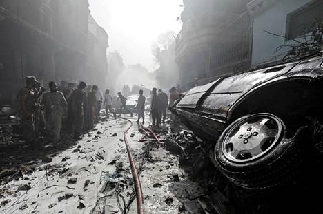 Keskelle asuinaluetta pudonnut kone aiheutti paljon tuhoa.
