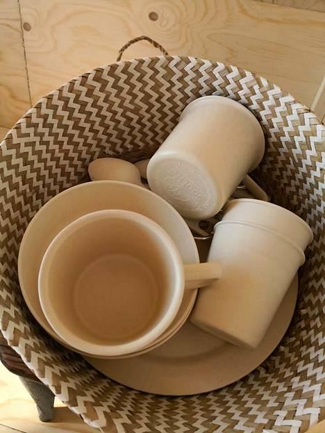 Mökillä käytetään bambusta valmistettuja astioita.