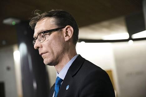 Oikeuskansleri Tuomas Pöystille on tehty lukuisia kanteluita, joissa on arvosteltu hallitusta ja ministereitä sen johdosta, että he eivät ole ryhtyneet toimenpiteisiin suomalaisten kotiuttamiseksi al-Holin leiriltä.