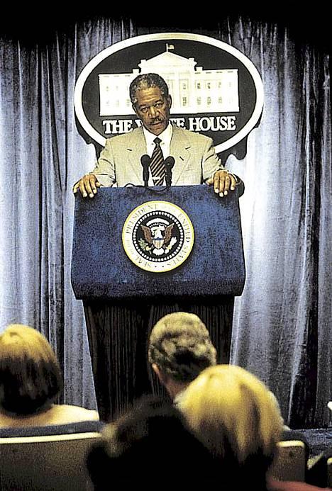 Morgan freeman näytteli Yhdysvaltain presidenttiä elokuvassa Deep Impact (1998).