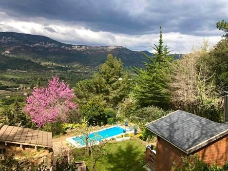 Kuvassa Katrin mökki ja sauna Katalonian vuoristossa.