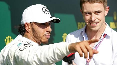 Tv-kommentaattori Paul Di Resta (oik.) haastatteli Lewis Hamiltonia Unkarissa 2019. Viikonloppuna hän saattaa ajaa F1-kisassa.