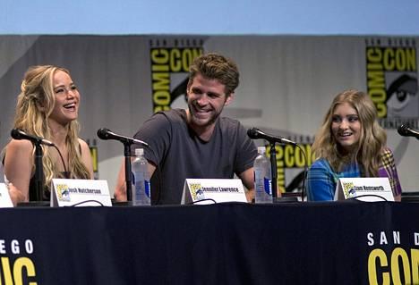 Jennifer Lawrence, Liam Hemsworth ja Willow Shields paikan päällä perjantaina.