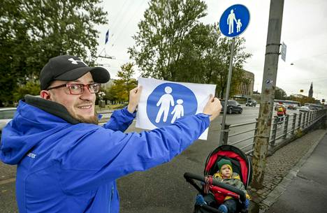 Helsinkiläinen Lauri Kuronen on nykyisen jalkakäytävästä kertovan merkin kannalla. –Silmä on tottunut vanhaan, se on sympaattinen. Tyttö siinä näyttää olevan ja isä taluttamassa tyttöä. Uusi merkki vaikuttaa jotenkin kylmältä.