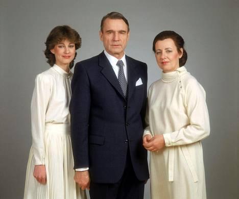 Presidentti Koivisto ensimmäisen kautensa alussa yhdessä Tellervo-puolison ja Assi-tyttären kanssa. Koiviston ensimmäinen presidenttikausi alkoi vuonna 1982.