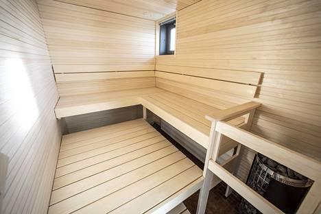 Majakan 35. kerroksen suurimmassa asunnossa on suuret sauna- ja suihkutilat.