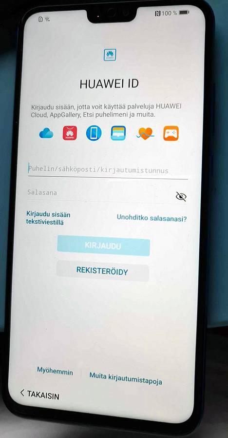 Google-tunnuksen syöttämisen jälkeen tarjotaan sisäänkirjautumista myös Huawei-tunnuksella.
