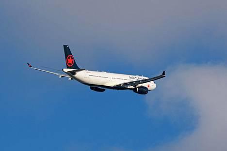 Poika salamatkusti Airbus 330-mallisen koneen mukana. Kuvan A330-kone ei liity tapaukseen.
