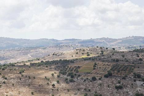 Etelä-Libanonin maisemia. Paikalliset viljelevät muun muassa tupakkaa, banaaneja ja oliivipuita.