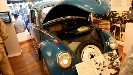 Yksi menestyksekkäistä pakoautoista on Checkpoint Charlien museossa.