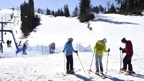 Vihti Ski Centerissä lasketeltiin vielä 14. huhtikuuta 2018.