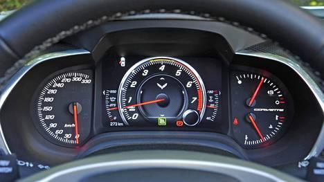 Chevrolet Corvette C7 saattaa hyvinkin olla viimeinen etumoottori-Corvette. Amerikan urheiluautoikonin mittaristo painottaa käyntinopeutta.