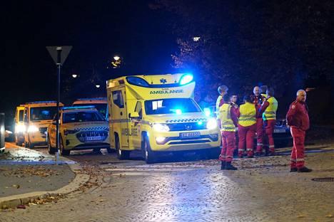Paikalle on hälytetty myös useita ambulansseja.