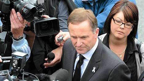 Uuden-Seelannin pääministeri John Kay tapasi torstaina kaivosturman uhrien omaisia.