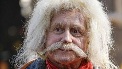 Allu Tuppurainen, 64, on esittänyt Rölliä jo 32 vuotta.