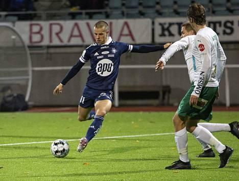 Veikkausliigan maalikuninkaan, HJK:n Roope Riskin (vas.) saldona oli myös 16 maalia.