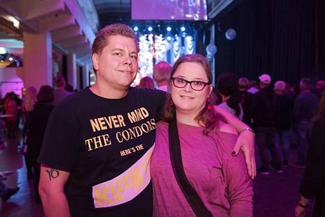 Kirsi ja Janne nauttivat erityisesti päälavan esityksistä.