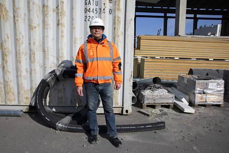 NB Seinä Oy:n työnjohtaja Urmas Vahar odottaa pääsevänsä kotiin Viron Saaremaalle vasta toukokuussa.