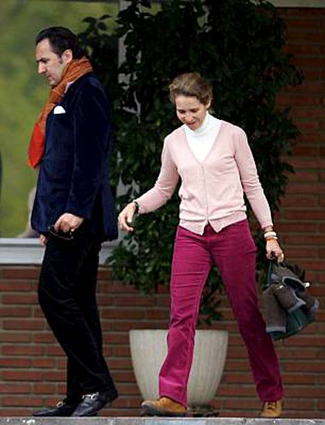 Espanjan prinsessa Elena asumuseroaa pankkiirimiehestään.