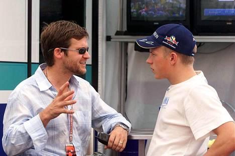 Steve Robertson toimii Kimin managerina. Unkari, 18. elokuuta 2001.