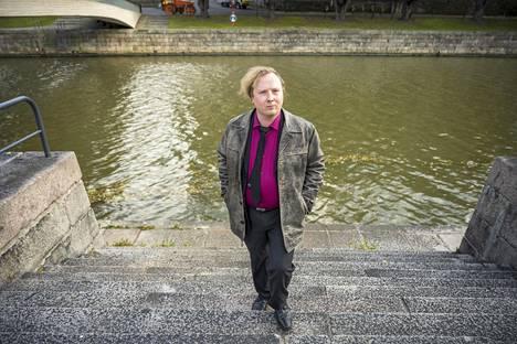 –Joki on aina ollut siinä ja asia, joka ei muutu tässä kaupungissa mihinkään. Monet muistoni liittyvät siihen, Marttila sanoo.