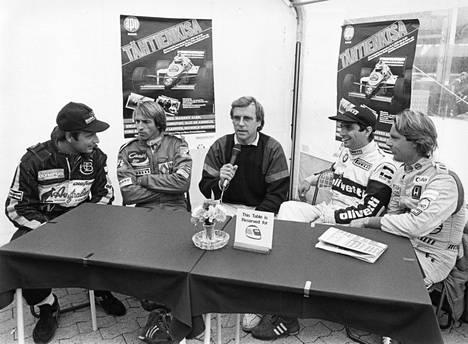 1985 järjestetyn Tähtien Kisan infotilaisuudessa Elio de Angelis, Jacques Laffite, Jorma Pulkkinen, Nelson Piquet ja Keijo Rosberg.