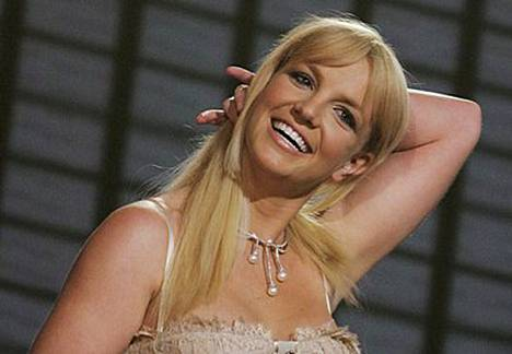 Britney on viime päivinä juhlinut solakkaa kroppaansa pukeutumalla avonaisiin, vartalonmyötäisiin mekkoihin.