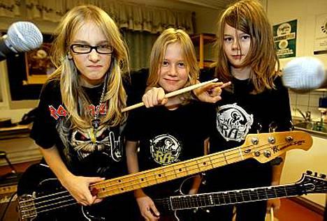Levytyssopimus 11-vuotiaina! Hevibändi Ra:n basisti Jaanis, rumpali Jesse ja kitaristi Tomi ovat Suomen nuorimmat rock-tekijät.