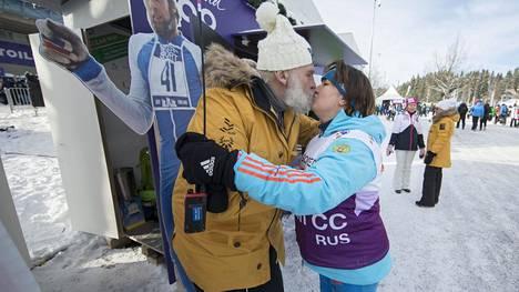 Lahden MM-kisoissa 2017 Juha Mieto innostui suutelemaan naishiihdon legendaa Jelena Välbeä.