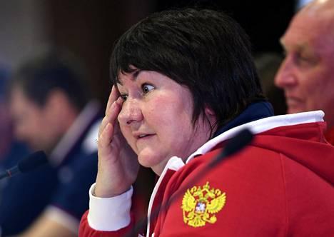 Entinen mestarihiihtäjä Jelena Välbe on ollut suorasukainen Markus Cramerin valmennusryhmän suorituksista.