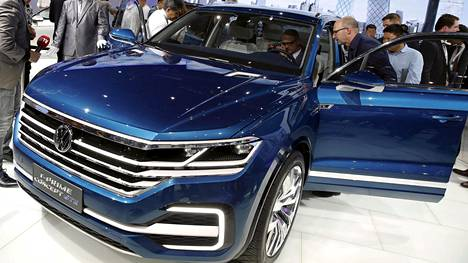 Volkswagen T-Prime Concept GTE ennakoi ensi vuonna esiteltävää seuraavan sukupolven Touaregia. Muotoilu jatkaa tuttua, yllätyksetöntä linjaa, joka vetoaa ostajiin. Kookkaiden katumaasturien tapaan Touareg tulee aikanaan myyntiin lataushybridinä, mutta myös perinteisemmät moottorit ovat saatavissa.