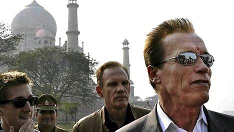 Arnold pääsi näkemään Taj Mahalin vain kaukaa.