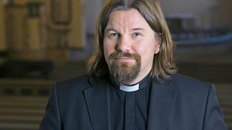 Kirkkoherran oma pääsiäinen alkaa vasta pääsiäisyönä, kun työkiireet ovat loppu, kertoo tv:stäkin tuttu pastori Kari Kanala.