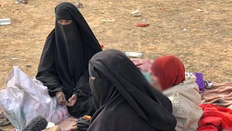 """Kuvassa helsinkiläislähtöinen """"Isis-vaimo"""" Sanna."""