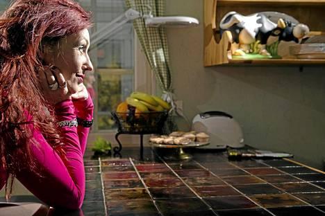 20 vuotta julkisuudessa Saija Varjus nousi kansan tietoisuuteen kesällä 1996 voitettuaan tangokuningattaren tittelin.