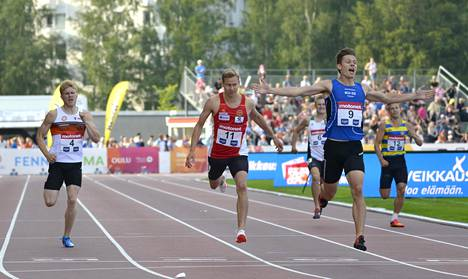 Ville Lampinen (oik.) ja Oskari Mörö (kesk.) ovat olleet juoksuratojen kilpakumppaneita. Vasemmalla Christoffer Envall.