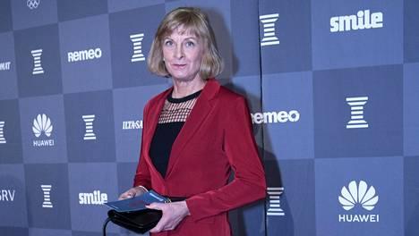 """Marja-Liisa Kirvesniemi näpäytti Suomen hiihdon """"tietäjiä"""" Urheilugaalan punaisella matolla"""