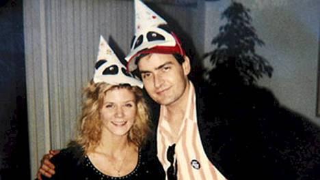 Charlie Sheen ja aikuisviihdetähti Ginger Lynn yhdessä vuonna 1991.